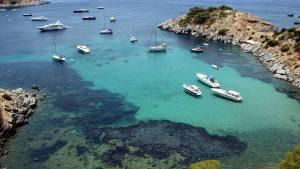 panoramica della spiaggia Es Cocu in Spagna a Ibiza