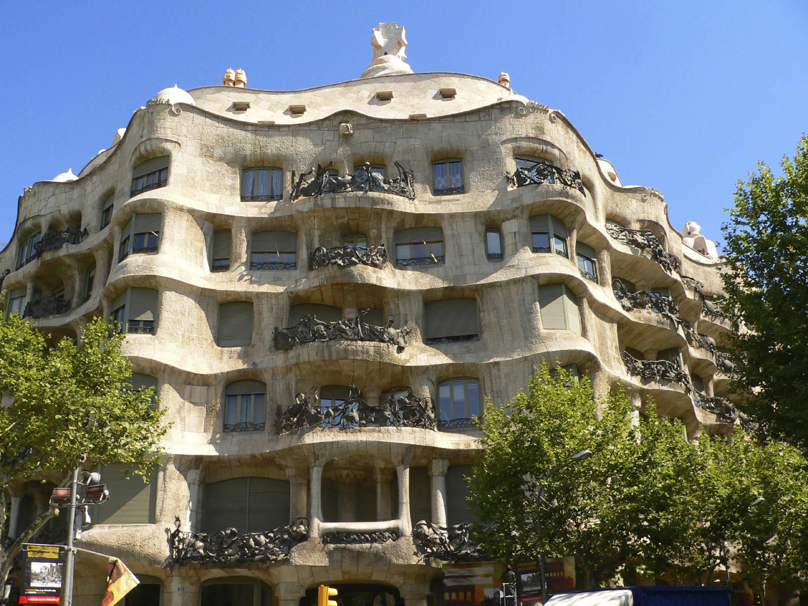 L architecture de gaud dans barcelone envol - Art nouveau architecture de barcelone revisitee ...